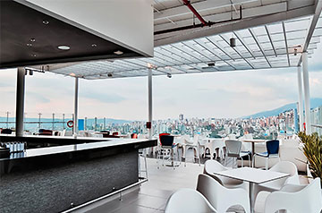SKYBAR HOLIDAY INN